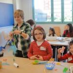 niños-jugando-con-las-manos_red