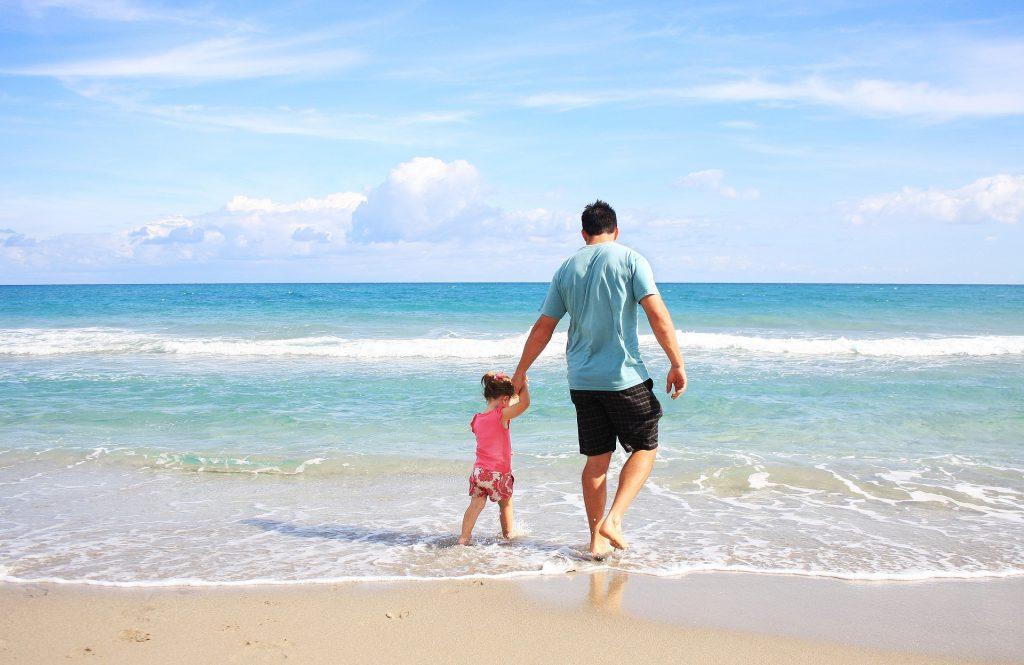 Padre e hija de vacaciones